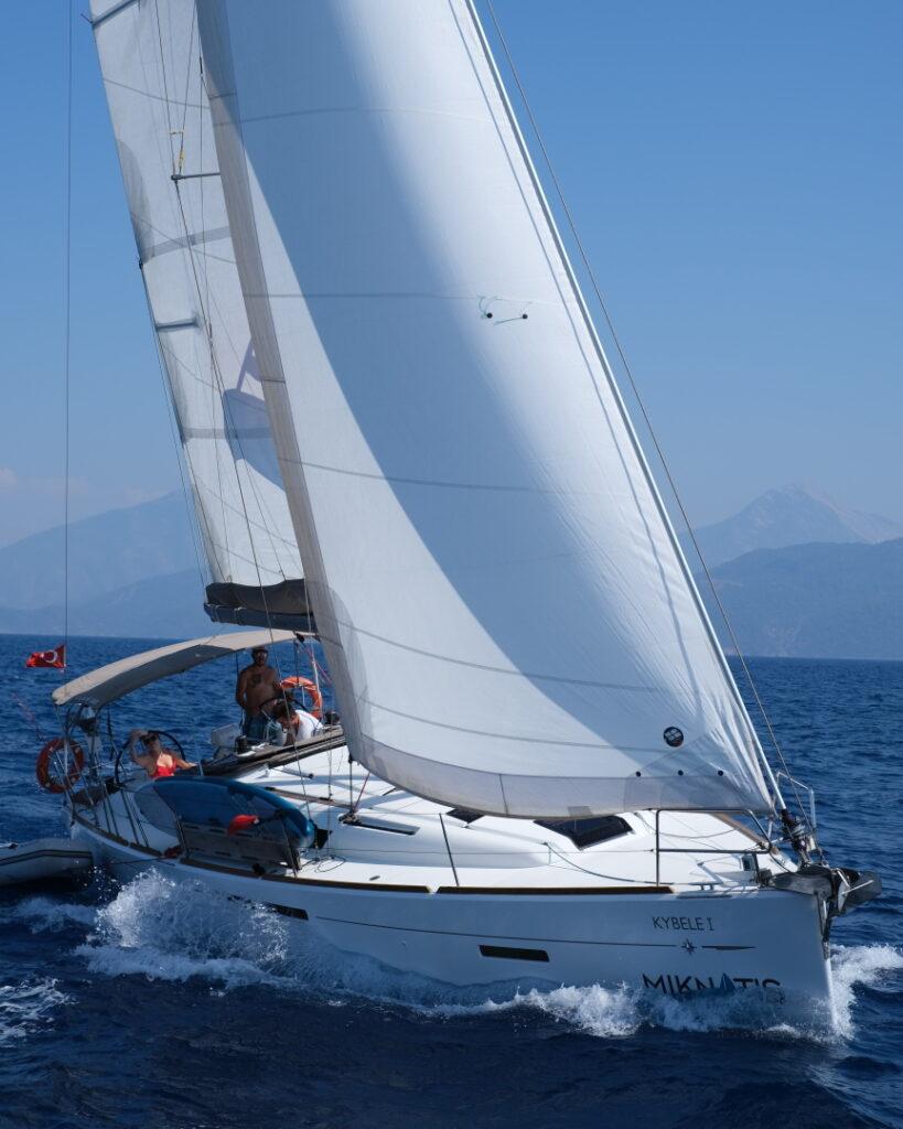 Annapolis website design company and web designer sailing in ocean